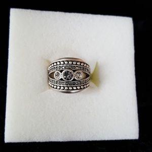 Stately ring